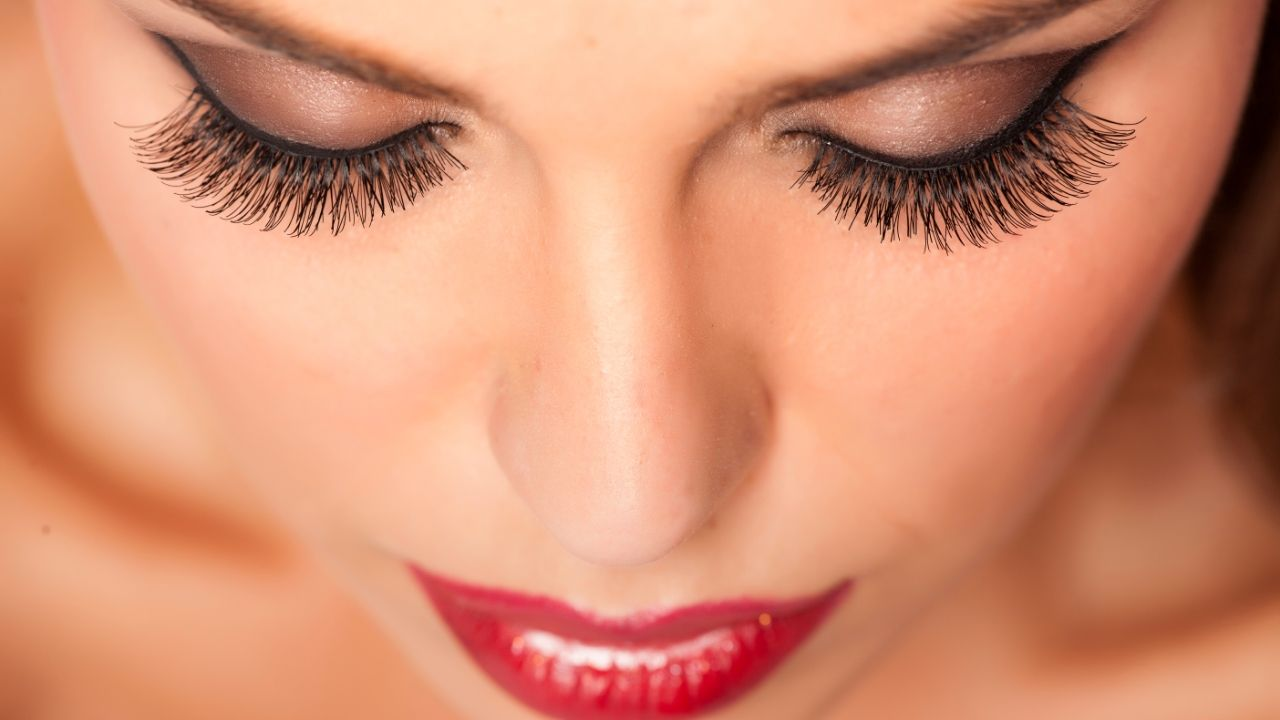 Take out eyelash extensions