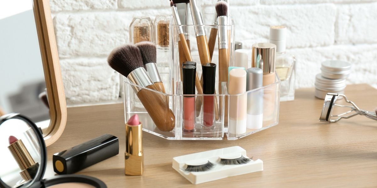 Importance-and-features-of-Makeup-Caddy