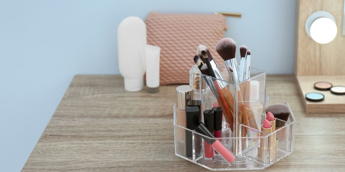 Types-of-makeup-caddy