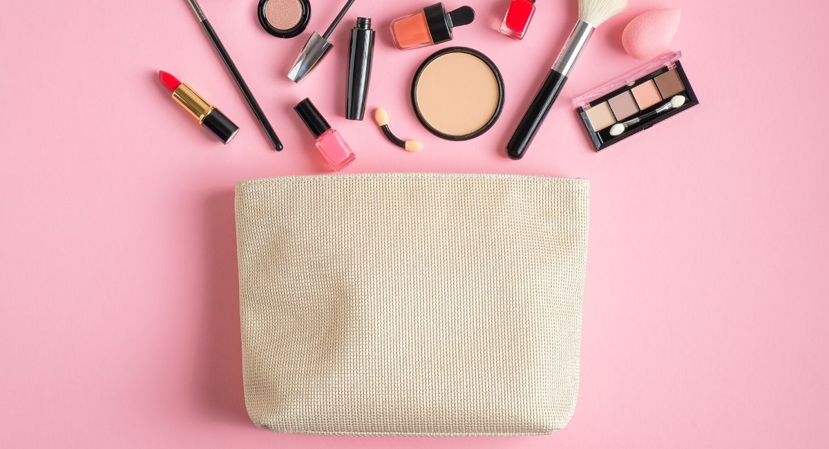 basic-makeup-necessities-what-is-in-a-makeup-bag